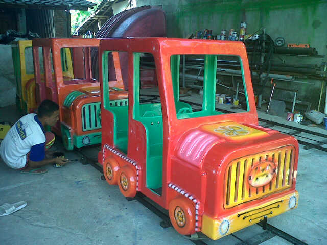 Kereta Mini Fiberglass – Mini Train Fiberglass