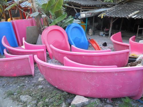Pabrik Fiberglass : Waterboom, Ember tumpah, Boneka & Sepeda Air Fiberglass Berkualitas